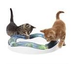 Kattelegetøj til en sjovere og sundere kat (foto lavprisdyrehandel.dk)